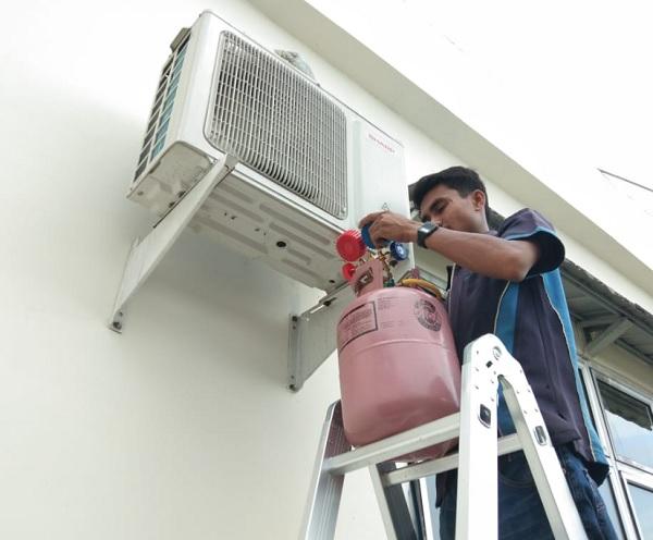 Service AC Padang
